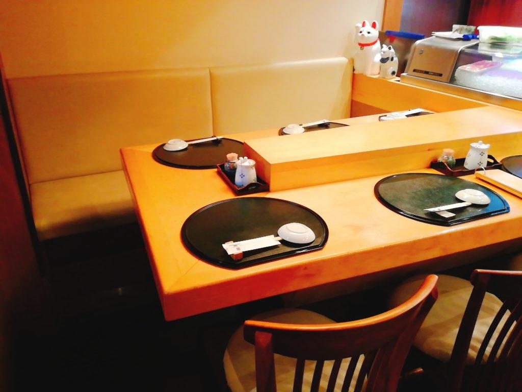 寿矢のテーブル席の様子