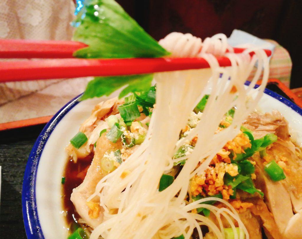 センミー・ナムガイ(鶏肉・スープ入り細ビーフン) 750円