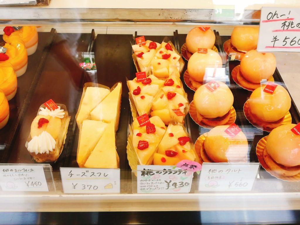 アルパジョンの期間限定桃のケーキ