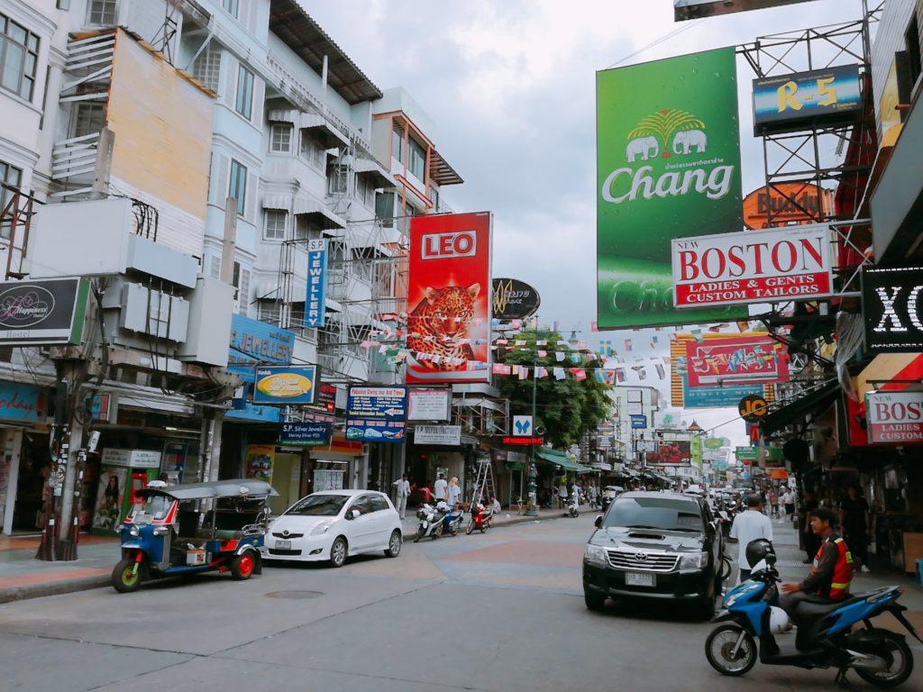 トム・ヤム・クン(スーパーフロウ・ビーチ・クラブ)はカオサン通り沿い