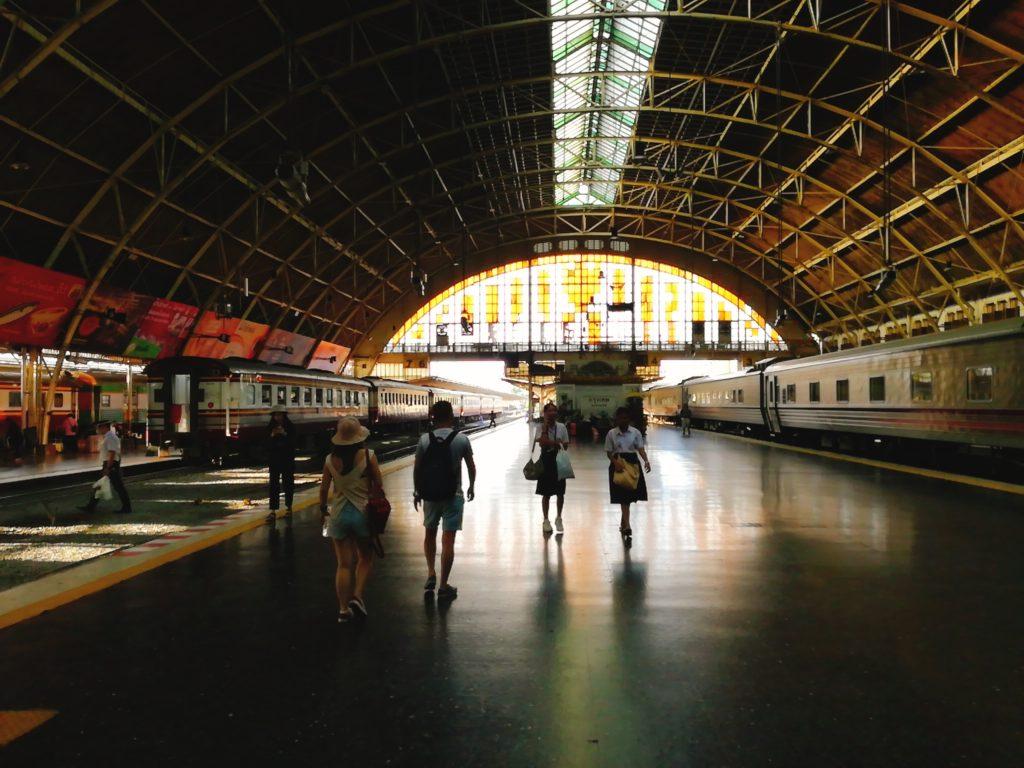 バンコクのクルンテープ駅の様子