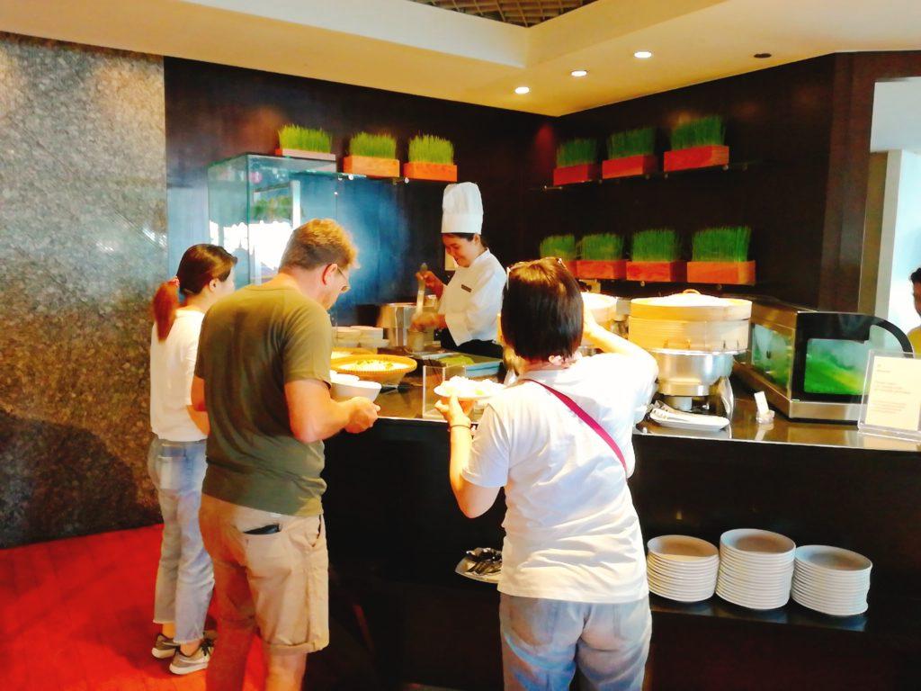 バンコクロイヤルオーキッドシェラトンの朝食バイキングのバミー(麺)コーナー
