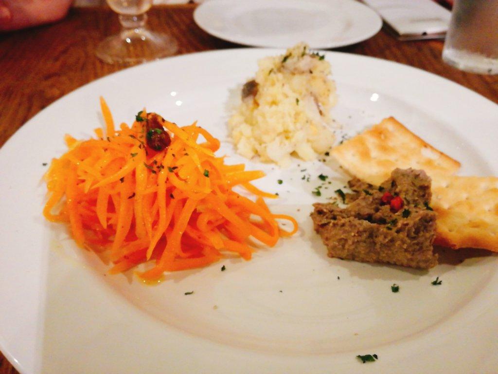 マホラ食堂のタパス3種盛り