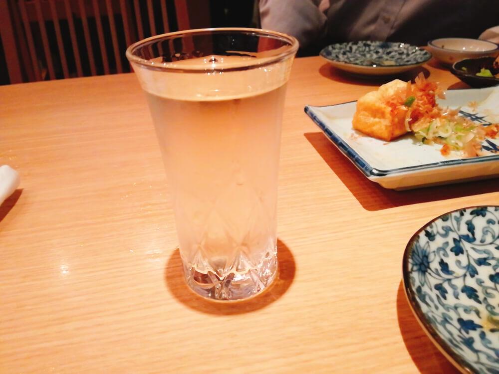 はたの日本酒はグラスで出てくる