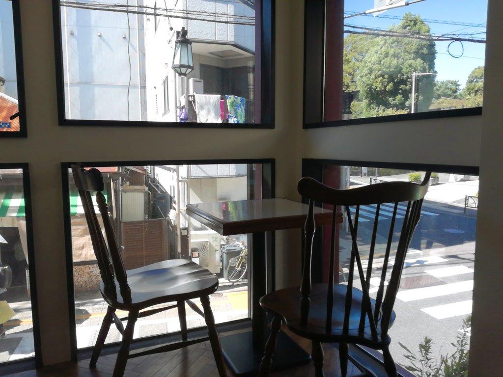 旭屋パーラーの2階席は窓が大きい