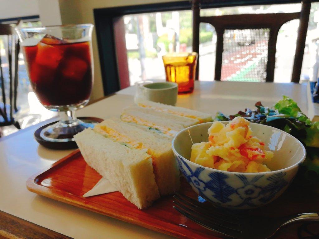 旭屋パーラーのサンドイッチとアイスコーヒー