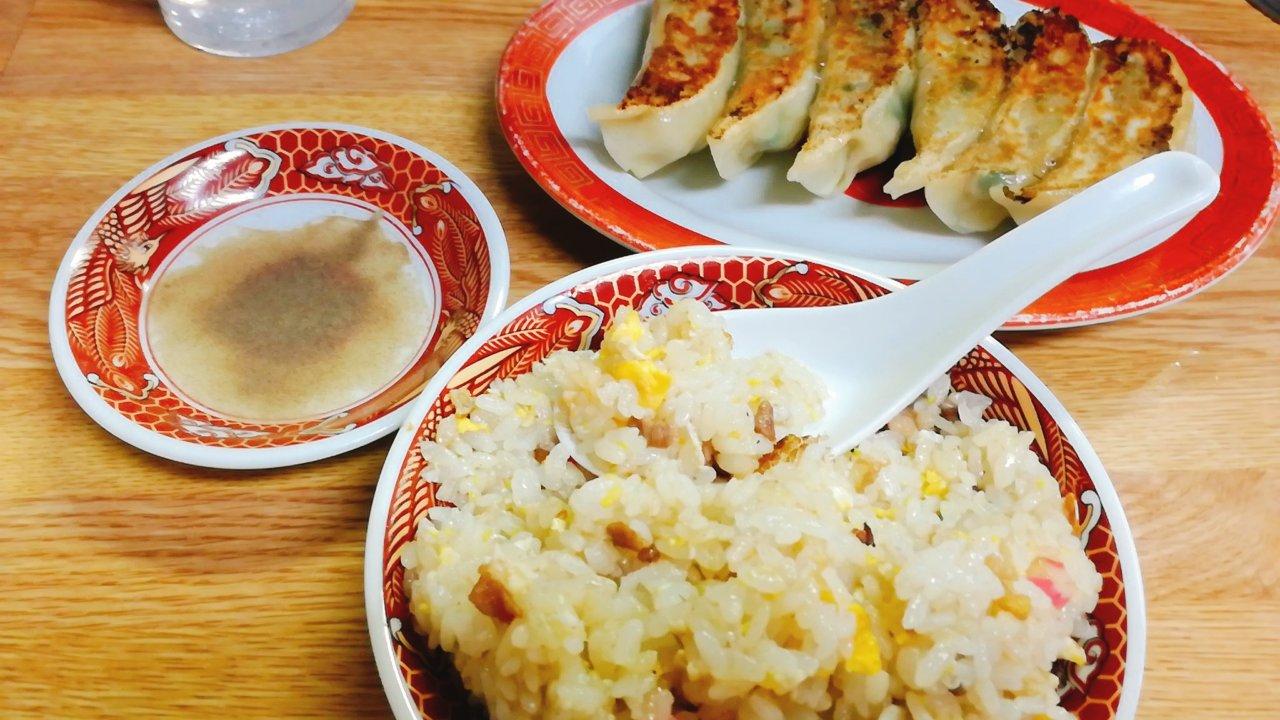 栄龍(まち中華)の半チャーハンと餃子