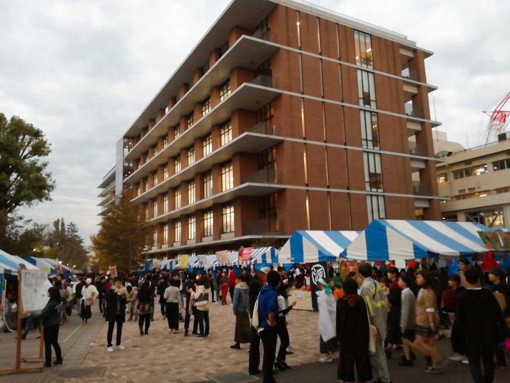 東京農業大学収穫祭の混雑の様子