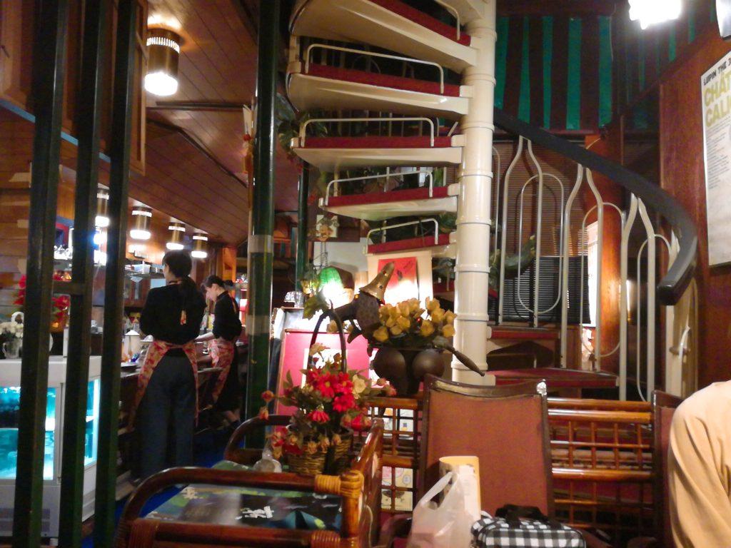 喫茶店セブンの螺旋階段