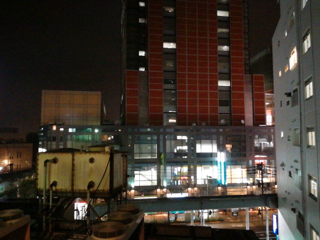 三軒茶屋バッティングセンターから見えるキャロットタワーの夜景
