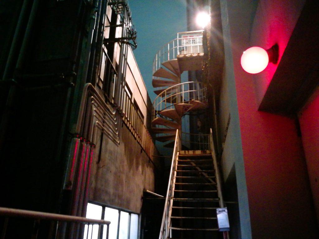 三軒茶屋バッティングセンターの螺旋階段