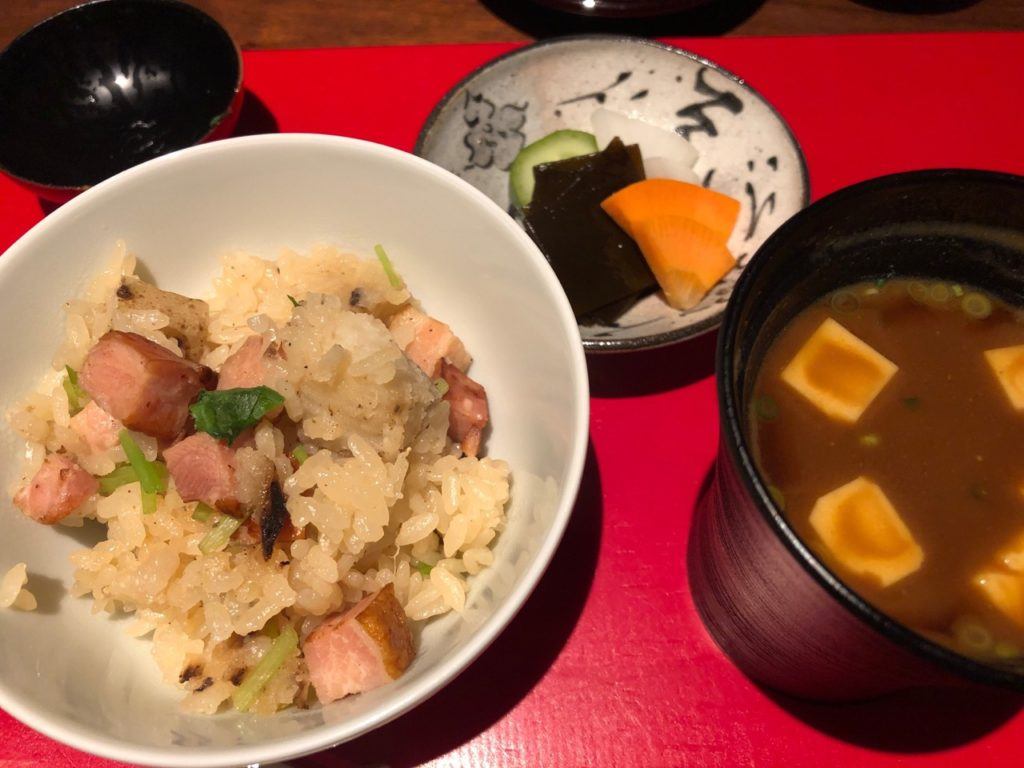 ベーコンと長イモの土鍋ご飯と味噌汁