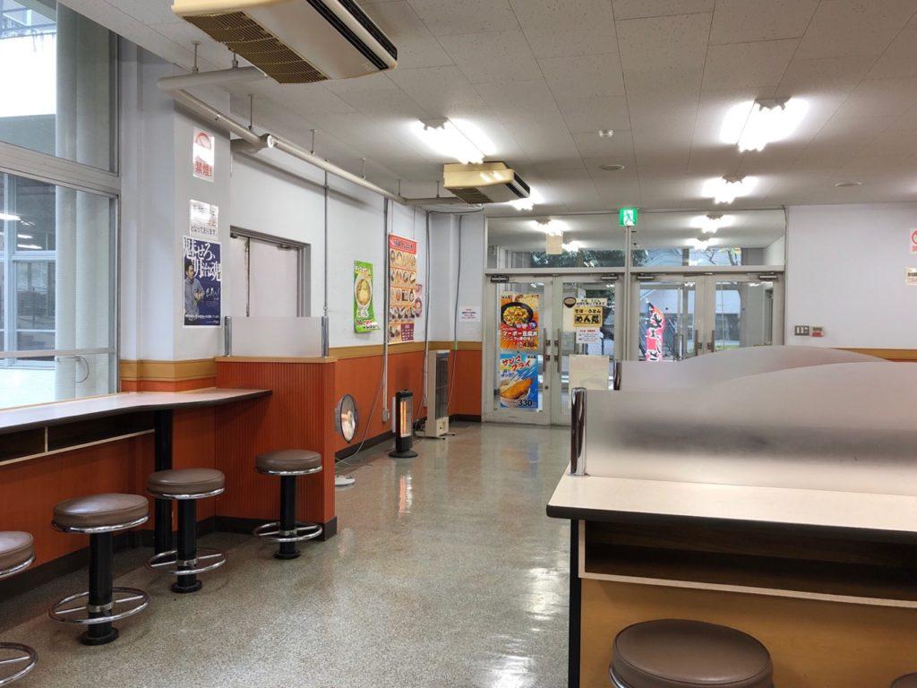 明治大学生田キャンパス学食めん処の店内の様子