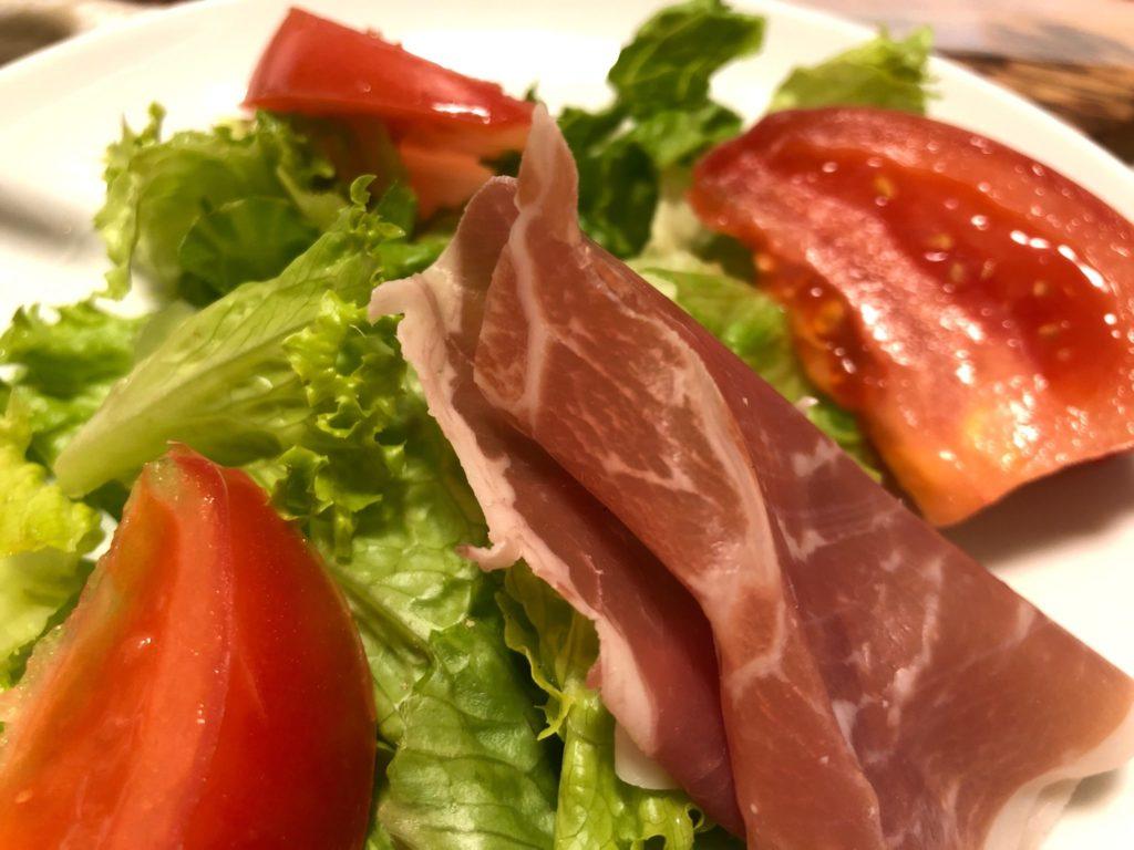コストコのパルマ産生ハムをサラダで