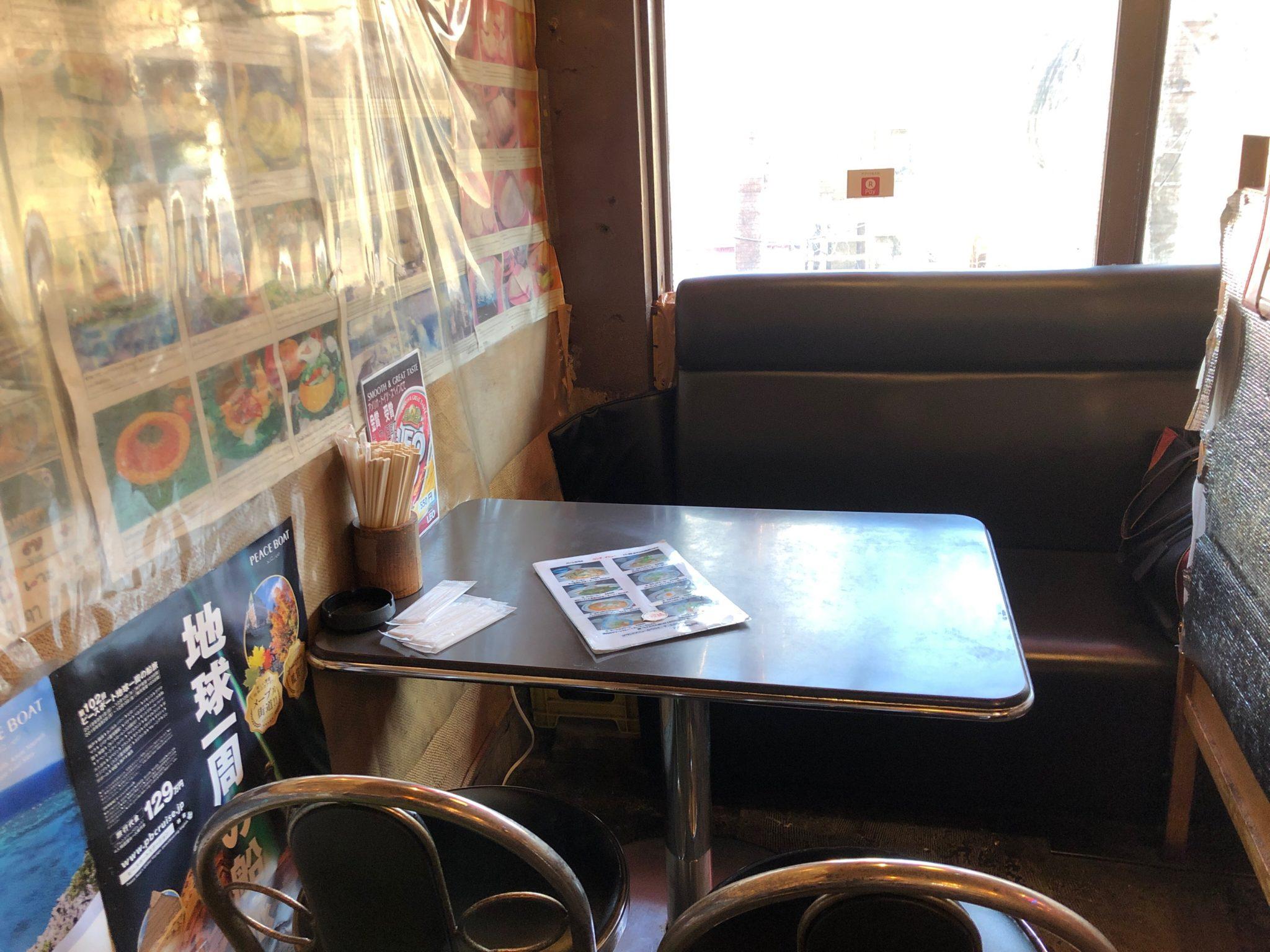 バーンキラオ下北沢店のテーブル席