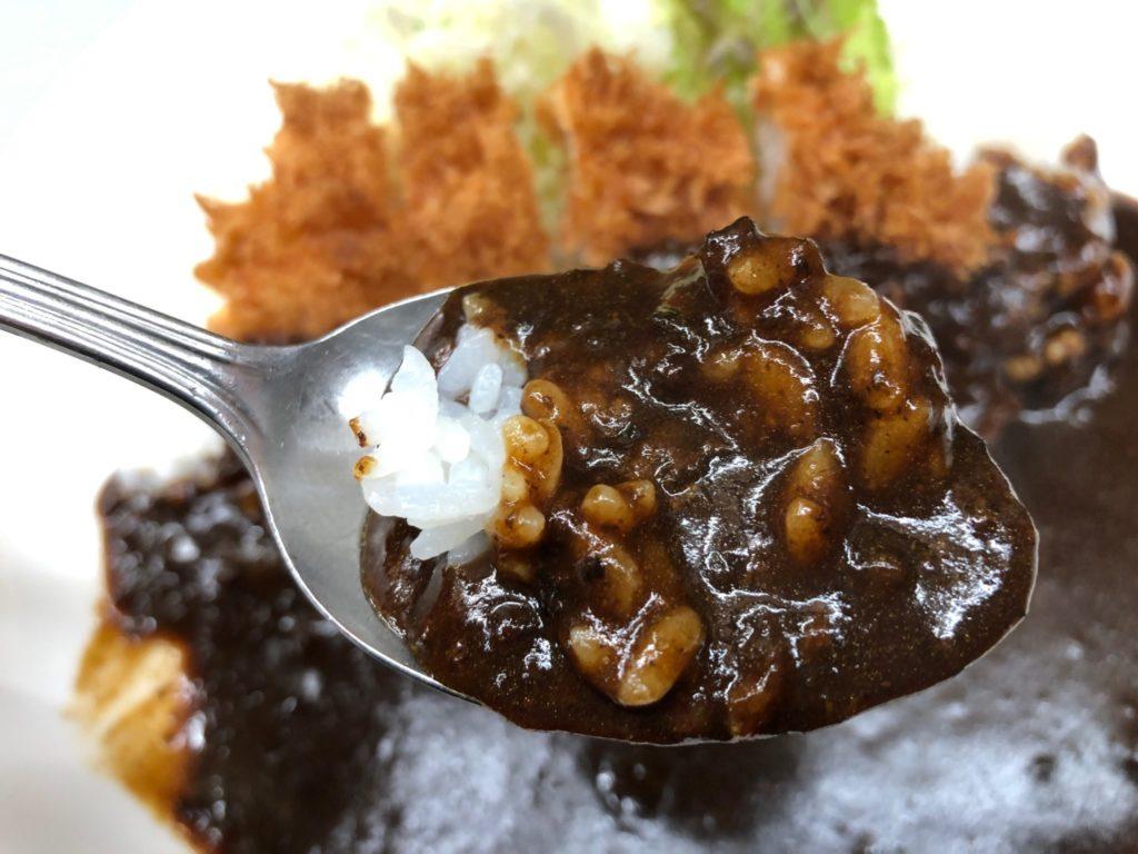 キッチン南海のカレーは黒いのが特徴
