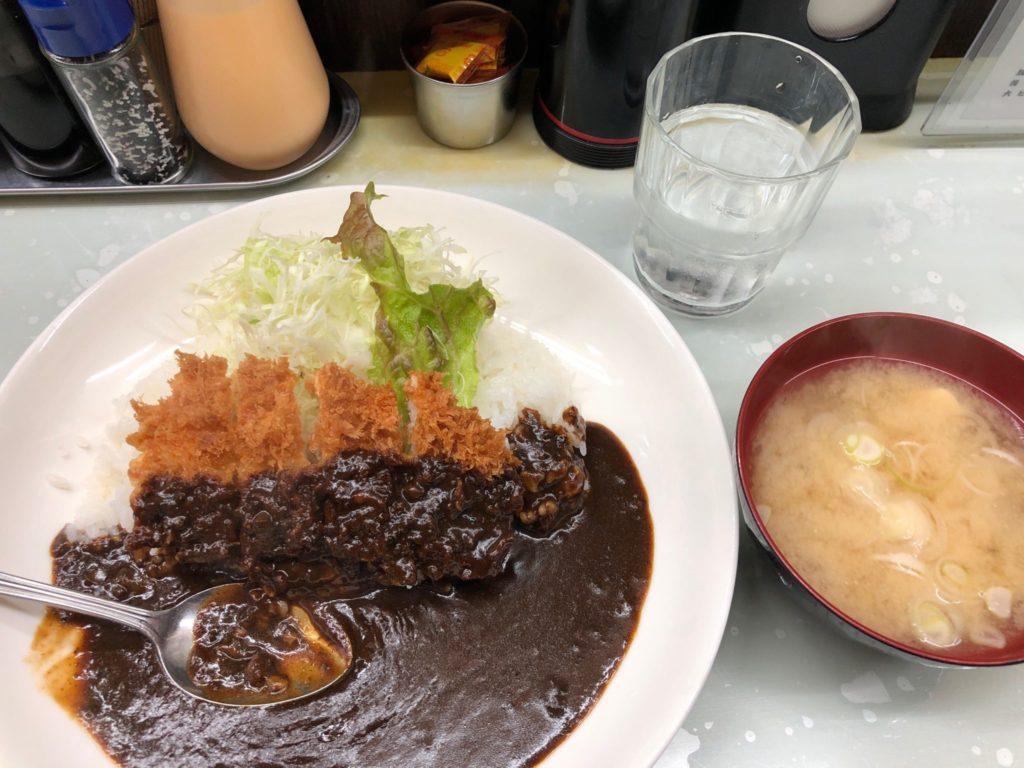 キッチン南海のチキンカツカレーは味噌汁付き