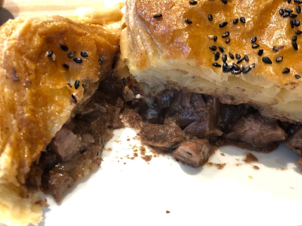 ステーキ&キドニーパイはお肉たっぷり