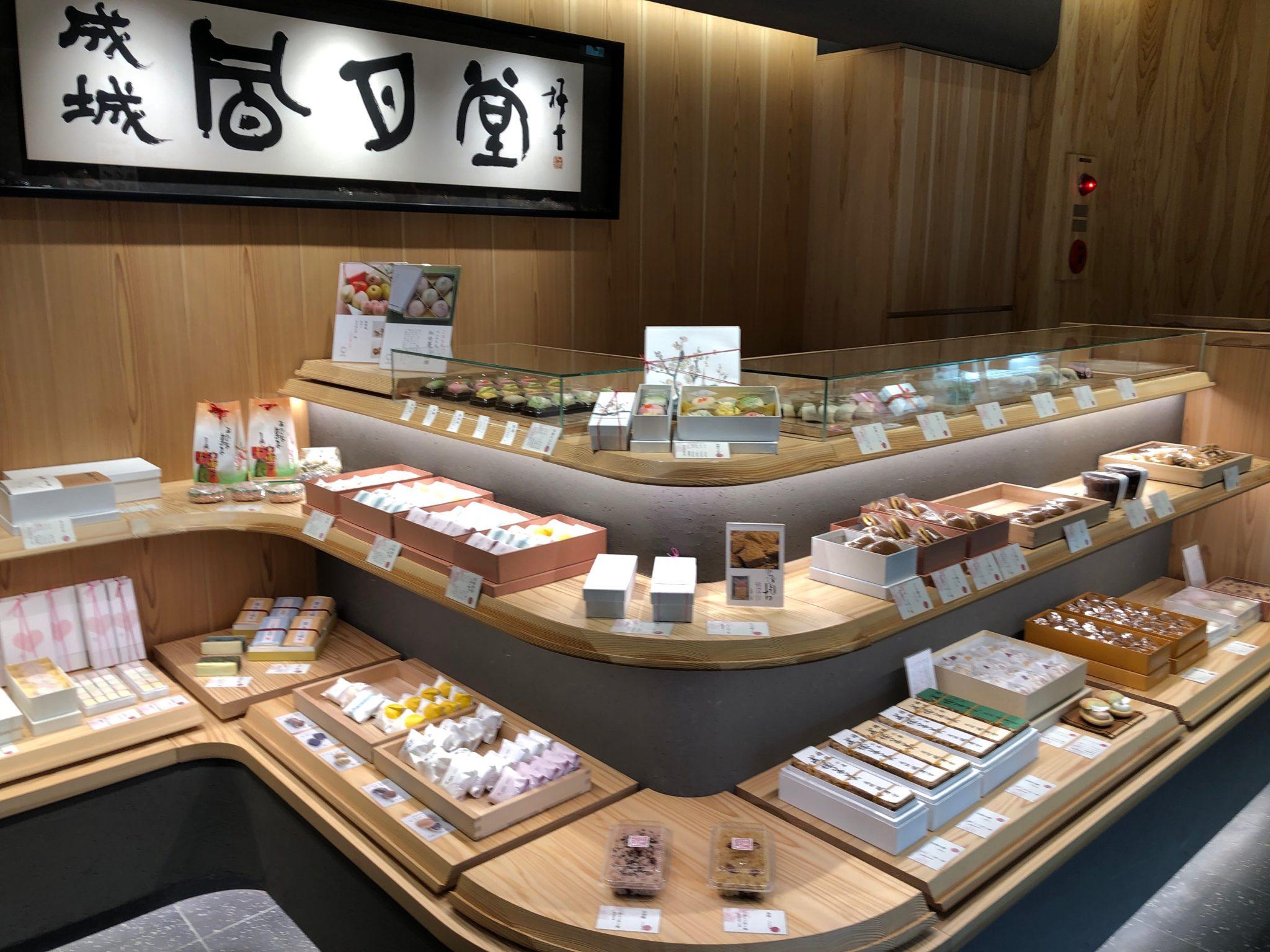 成城風月堂本店の和菓子コーナー