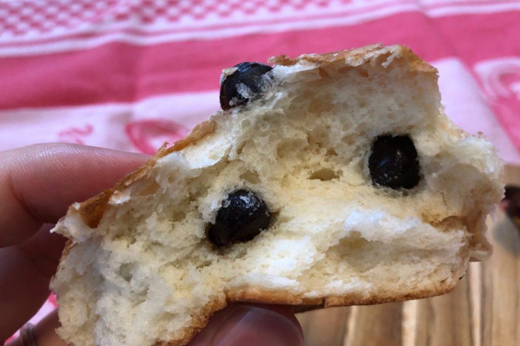 濱田屋の豆パンは豆がぎっしり