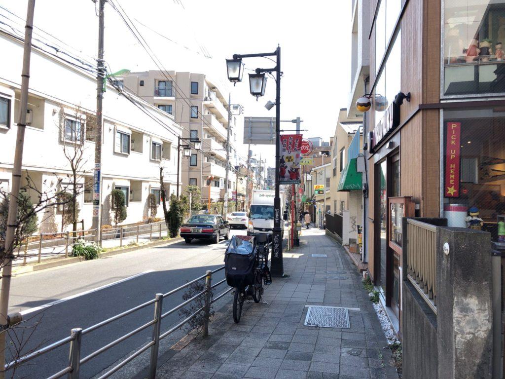 nukumuku(ヌクムク)は茶沢通り沿いにある