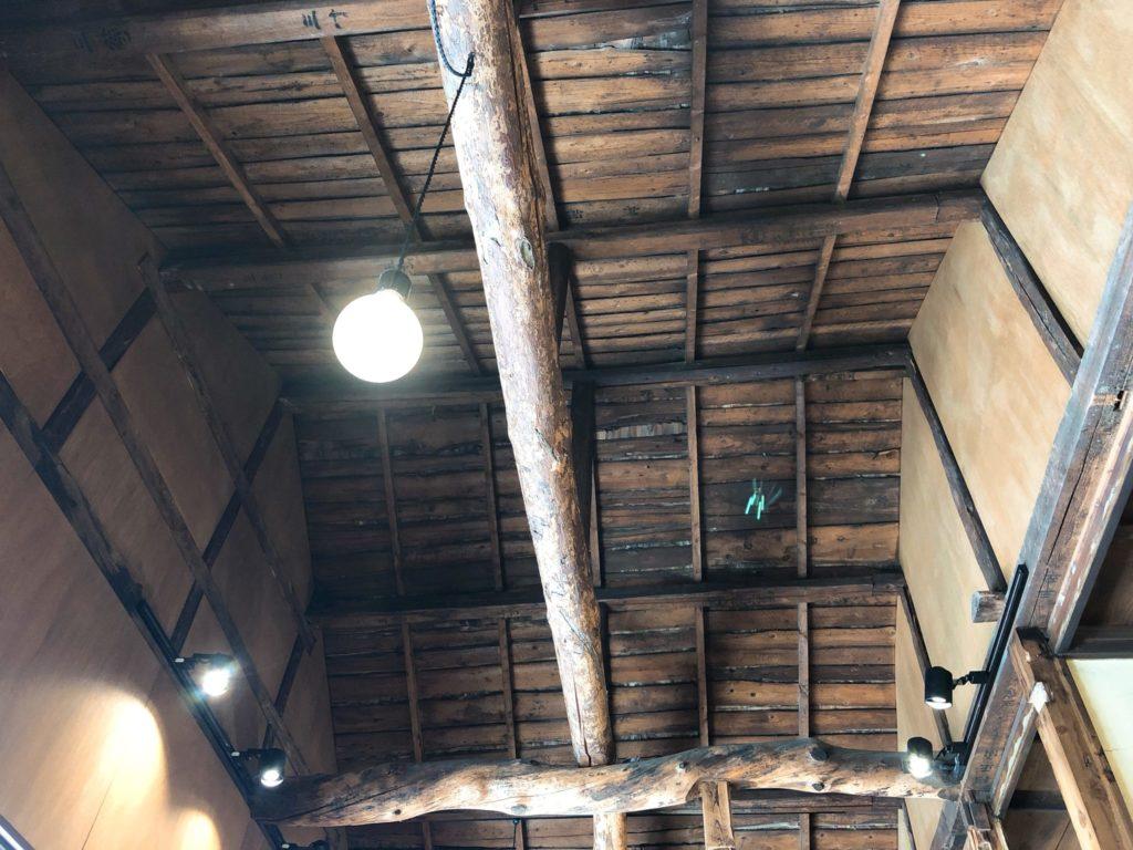 カンノンコーヒーは天井が広くて古民家風
