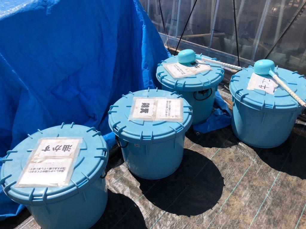 有機肥料コーナーがあって、鶏糞、牛フン、油かすなど