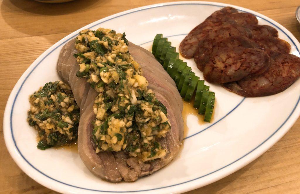 腸詰めと皮付きヤギ肉の冷菜〜ミントとレモンのソース