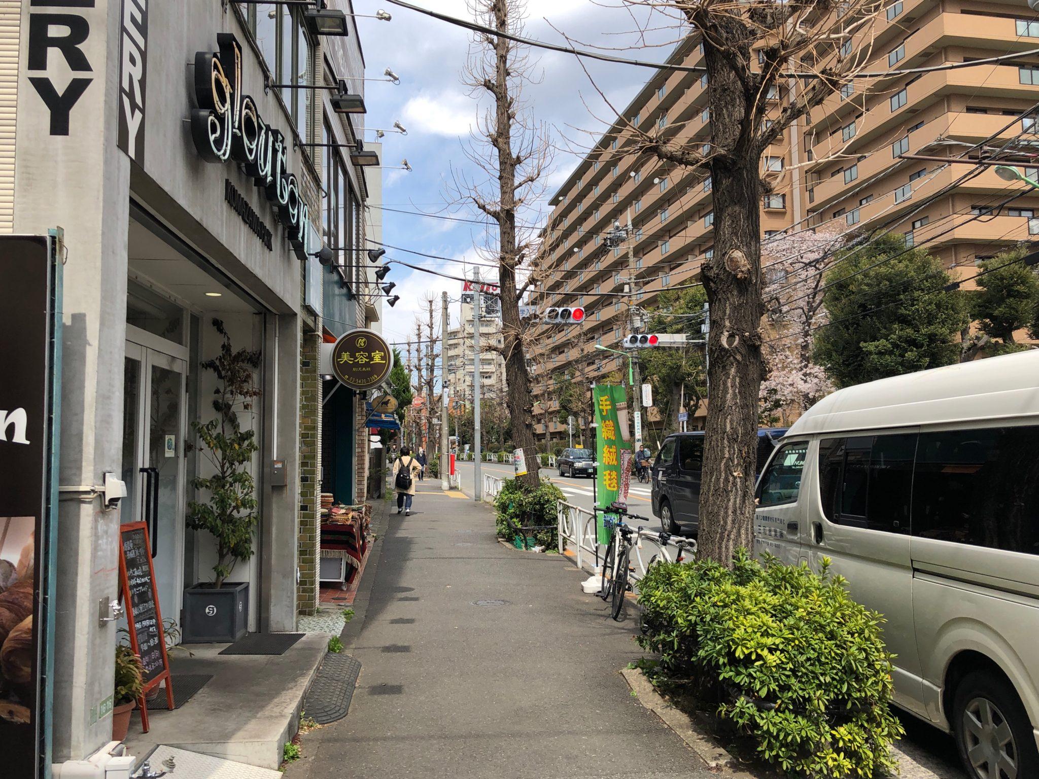 グルートンは駒沢公園通り沿いにあり