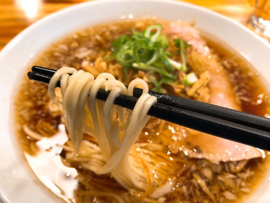柴崎亭の玉葱中華そばの麺
