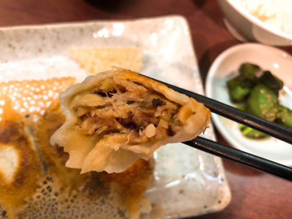 京城餃子王のギョーザは肉と椎茸がたっぷり