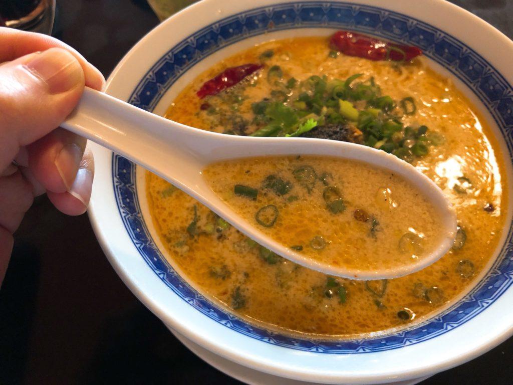紅蜥蜴(べにとかげ)の担々麺のスープ
