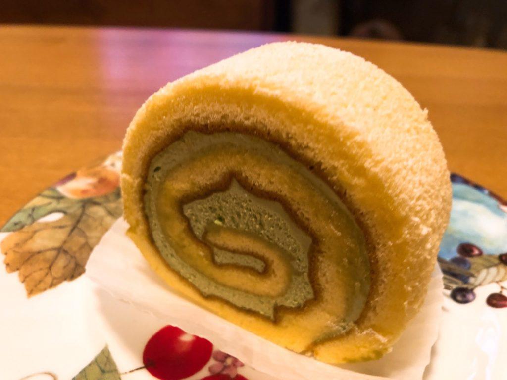 プレリアル成城の抹茶ロールカット