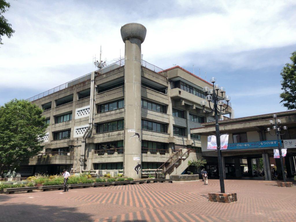 世田谷区役所中庭の様子