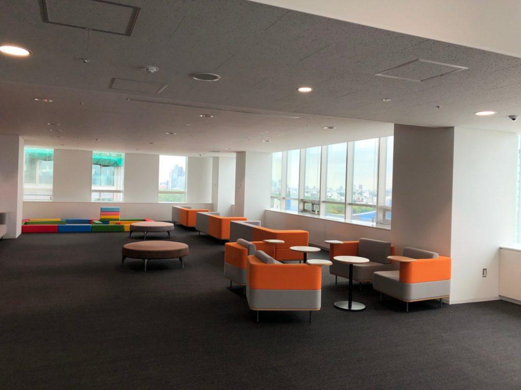 渋谷区役所の展望台のソファー席