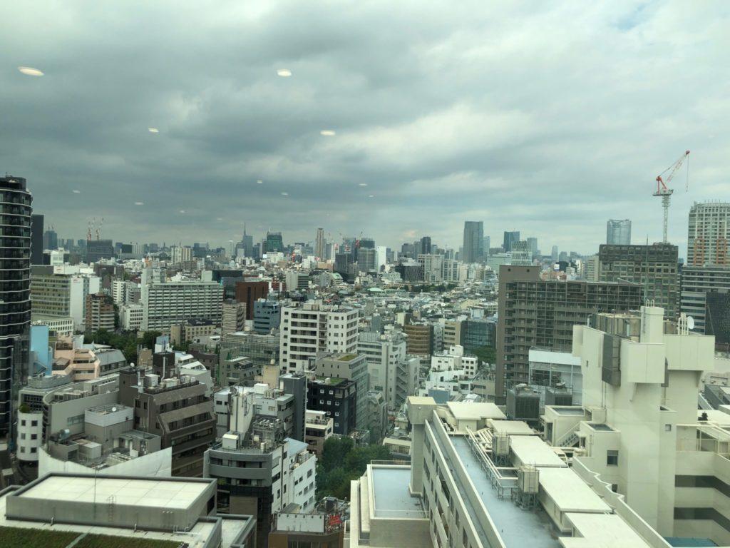 渋谷区役所の展望台の眺め(スカイツリー、東京タワー側)