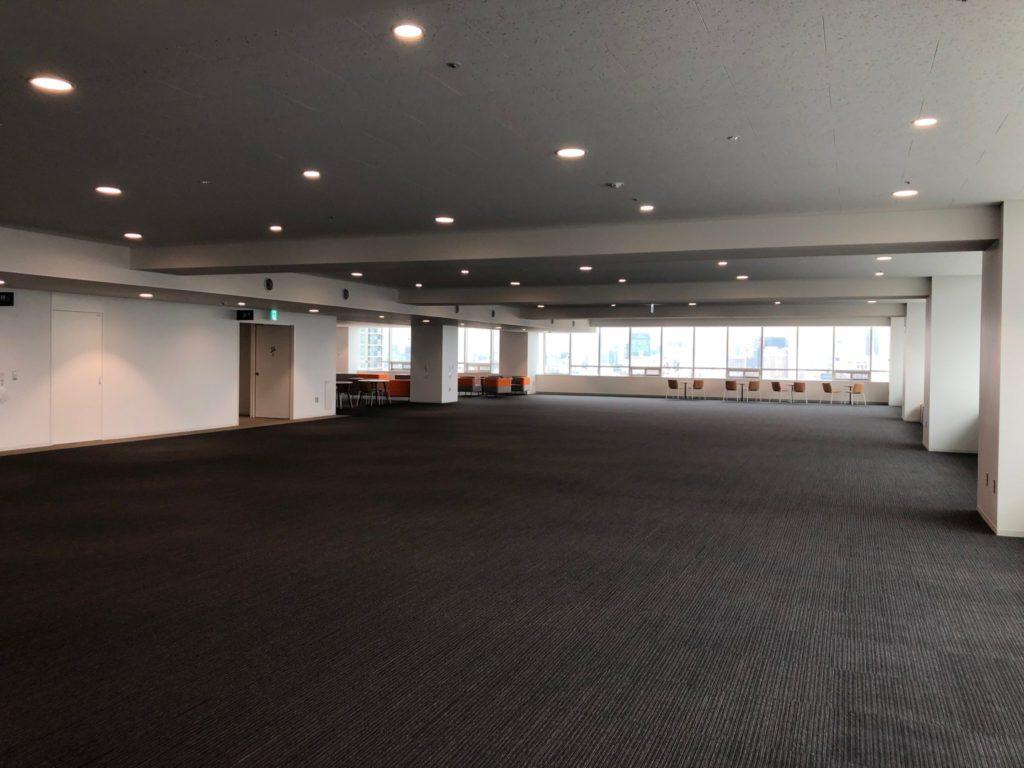 渋谷区役所の展望台のフロアの様子