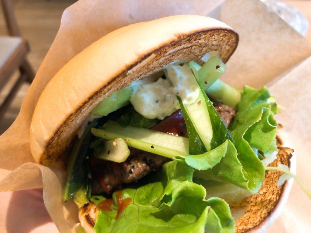 the サードバーガーのハンバーガーは野菜が美味しい