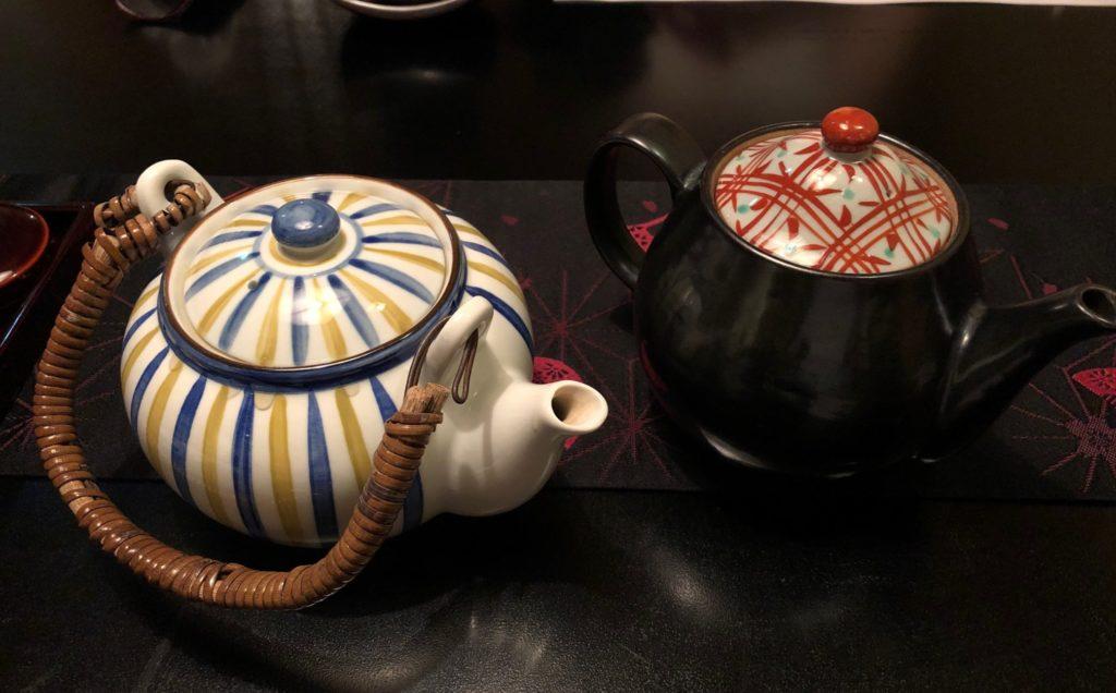 鰻割烹あら井はお茶が急須でもらえる