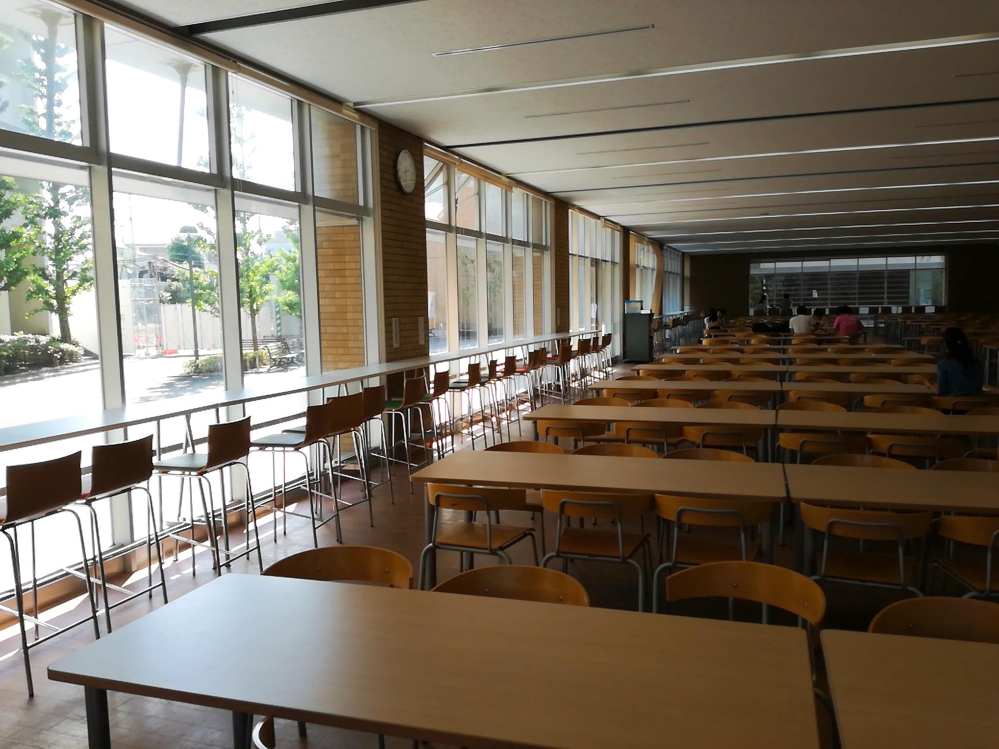 日大文理学部の学食「コスモス」は席数が多い