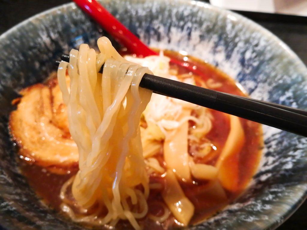 松陰神社前青森煮干し中華そば JIN(じん)の冷やしラーメンの麺