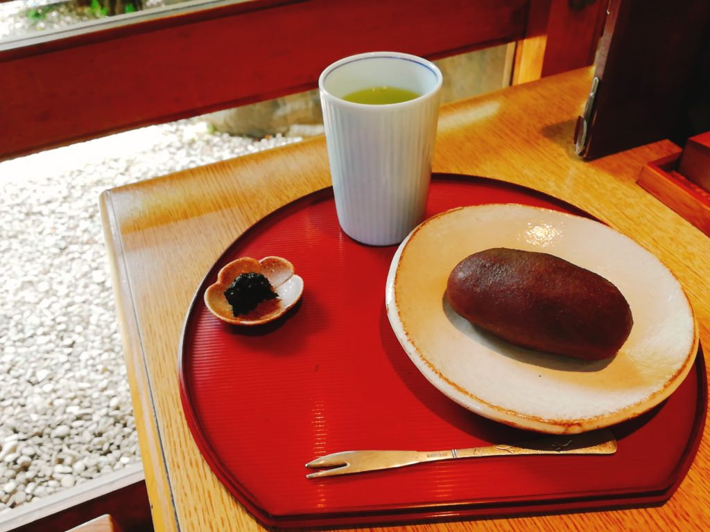 茶そばいな垣の「そばおはぎ」