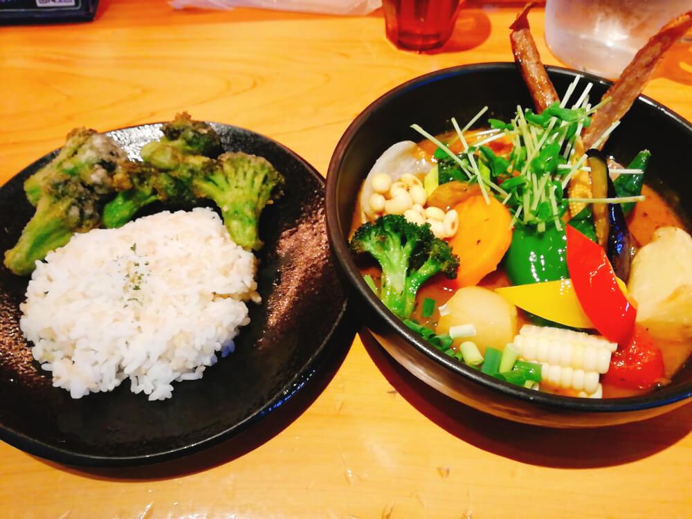 Rojiura Curry SAMURAI. 下北沢店(路地裏カリィ侍)はサクサクブロッコリーが美味しい