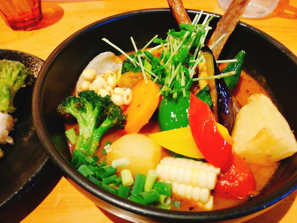 Rojiura Curry SAMURAI. 下北沢店(路地裏カリィ侍)の1日分の野菜20品目