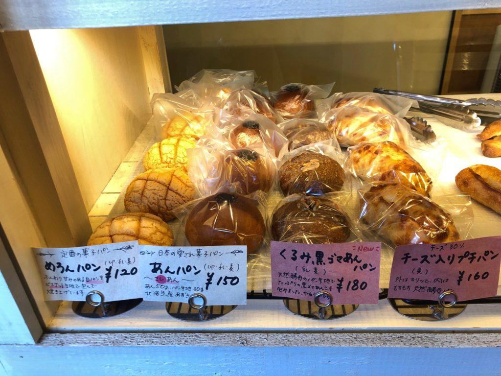 ナイーフのメロンパンやあんパンなどプチプライスの菓子パン