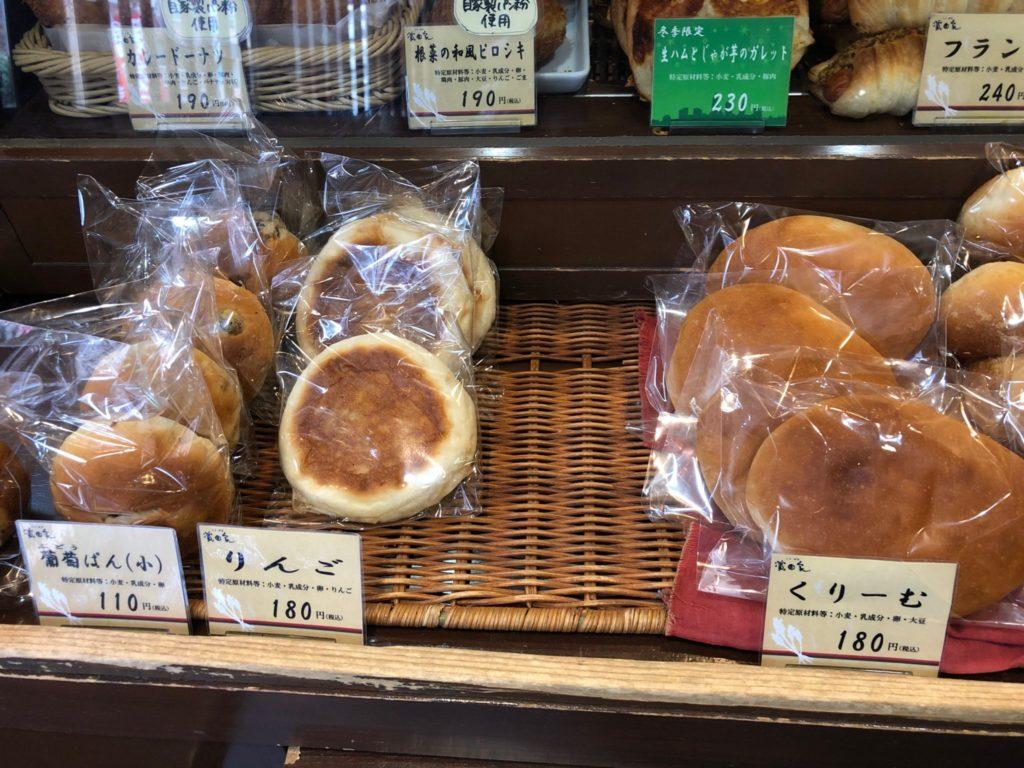 三軒茶屋にある濱田屋本店のパン