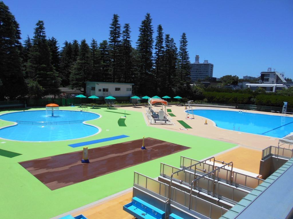 世田谷公園の屋外プール