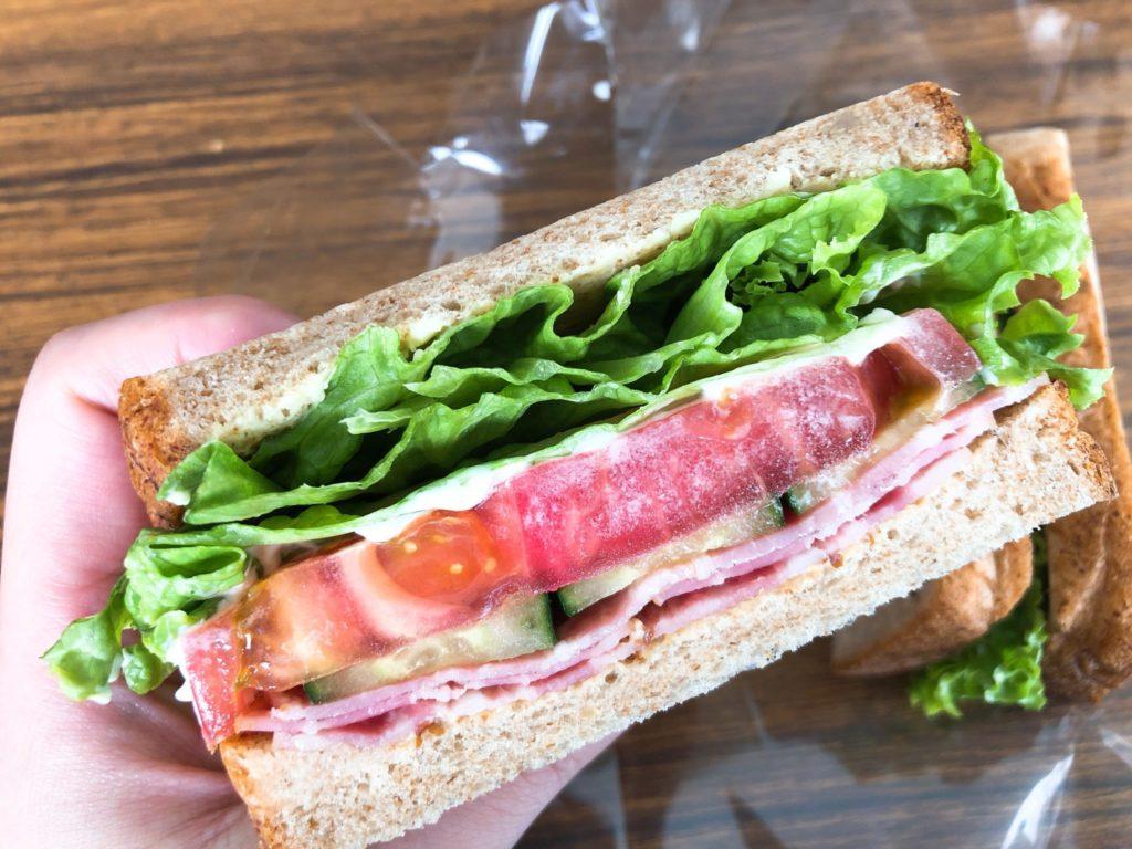 ベーカリーズキッチンオハナ二子玉川店のサンドイッチのアップ