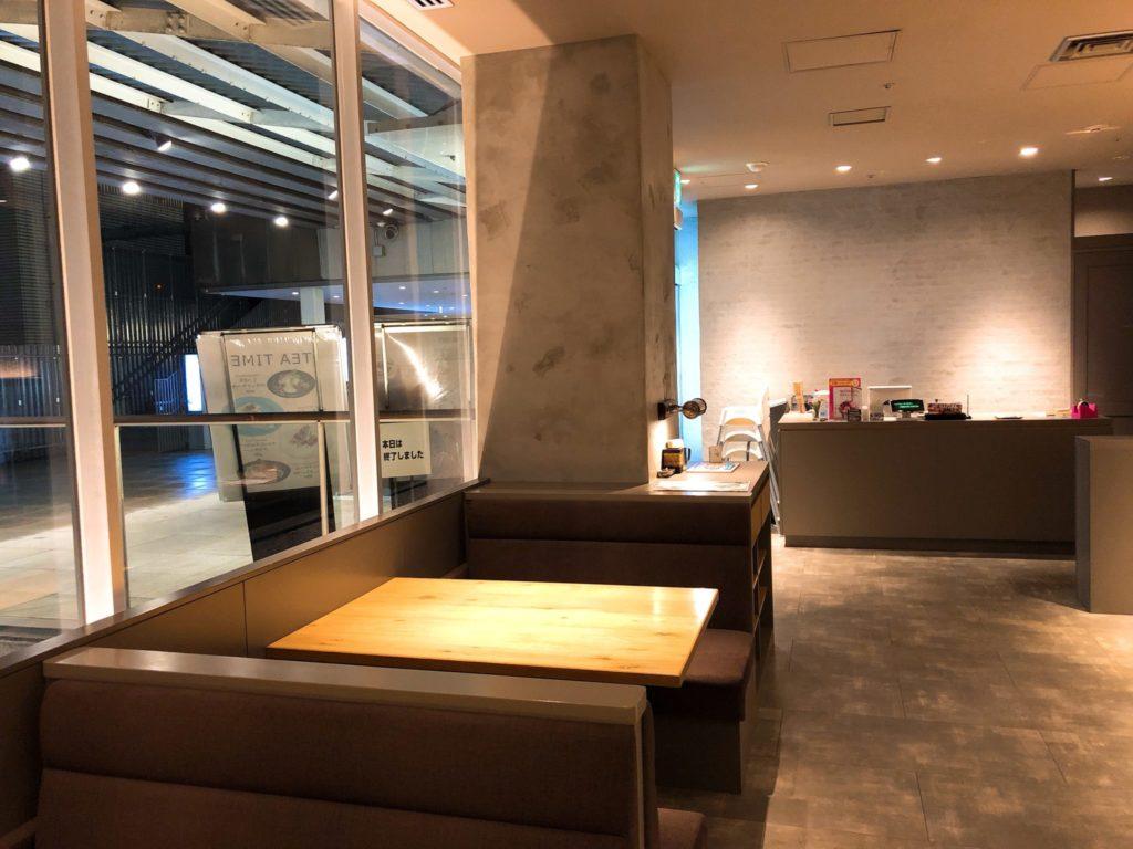 H.Q CAFE 成城店 (ヘッドクォーターズ カフェ)のテーブル席