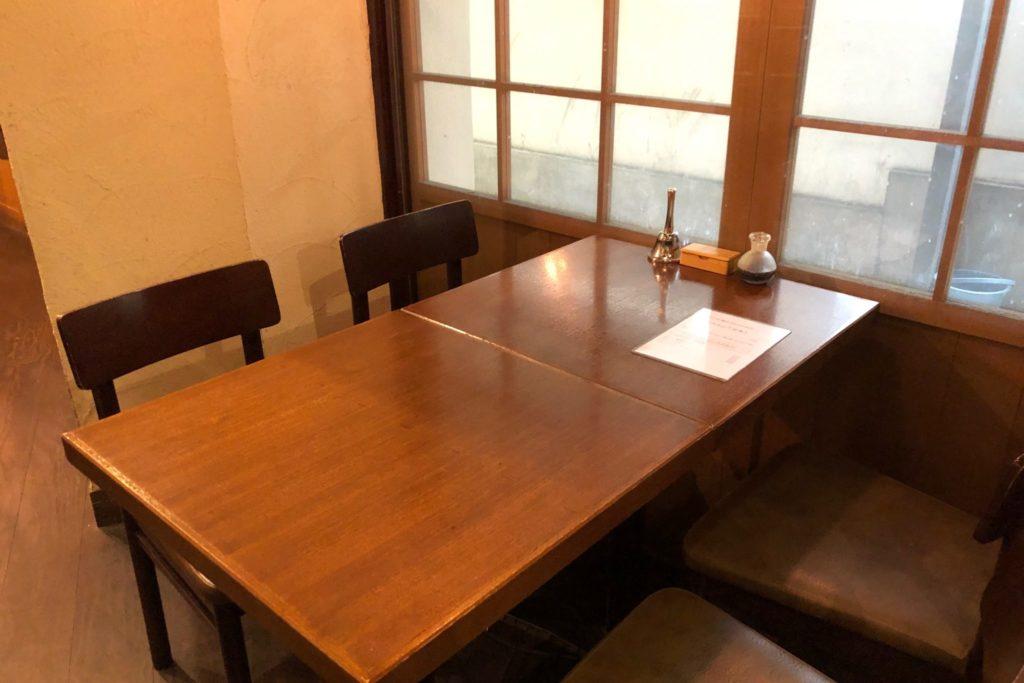 ニエバナ 三軒茶屋のテーブル席